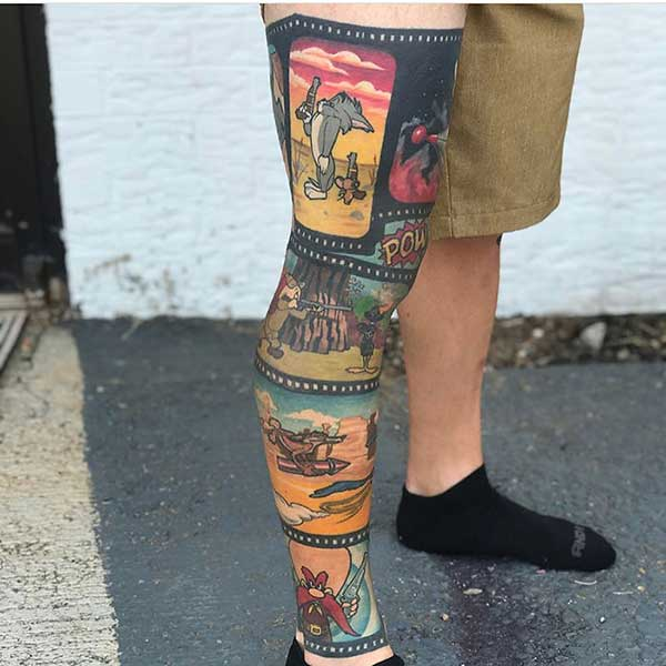 Tatuagem masculina na perna desenho animado