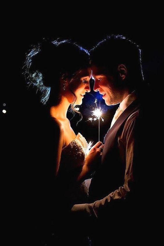 foto de casal para casamento com luzes
