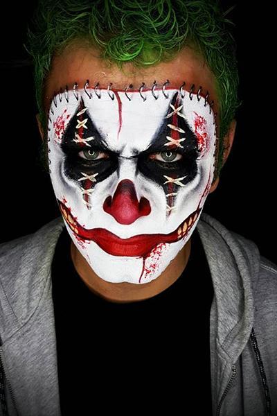 homem com maquiagem de coringa