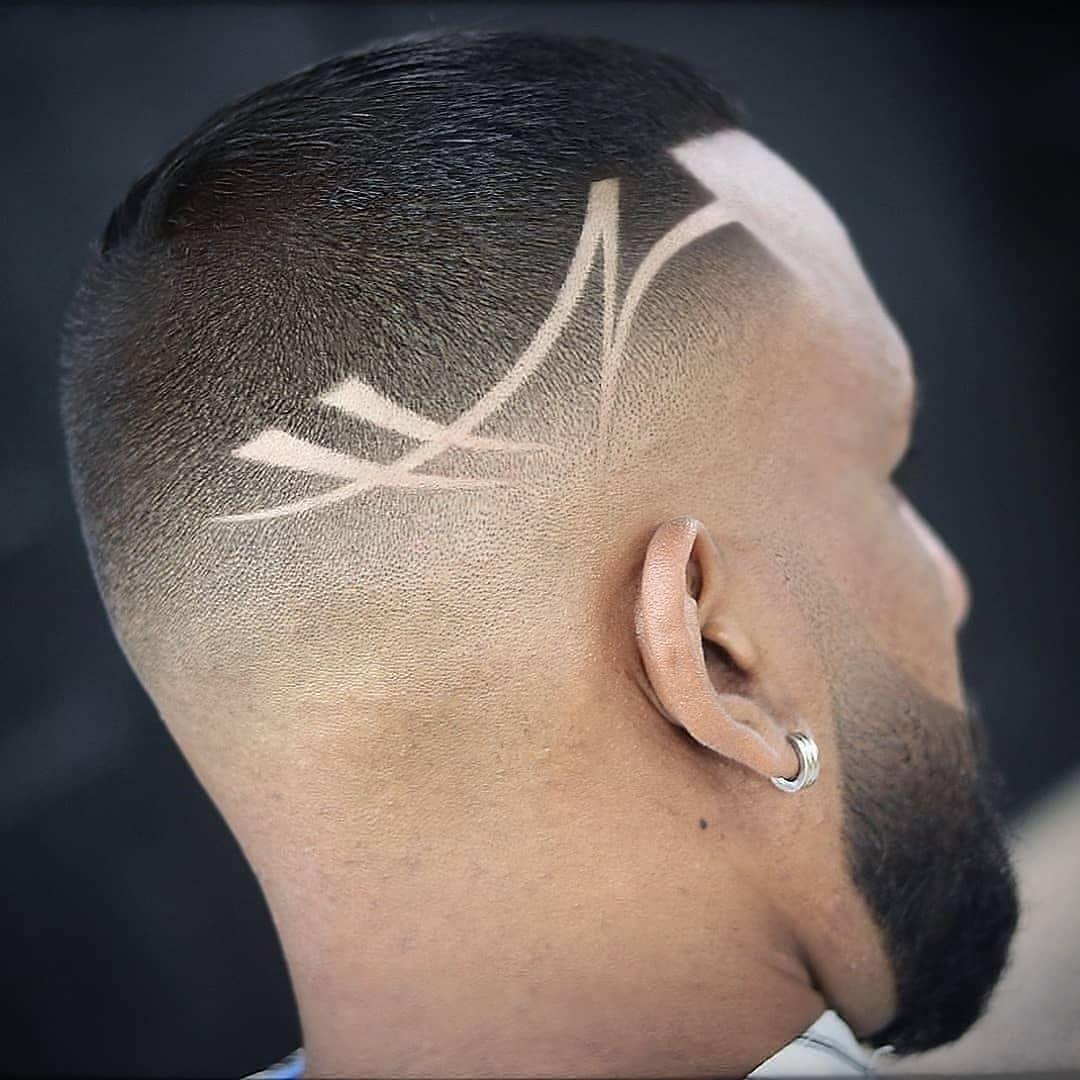 listras em corte de cabelo curto masculino