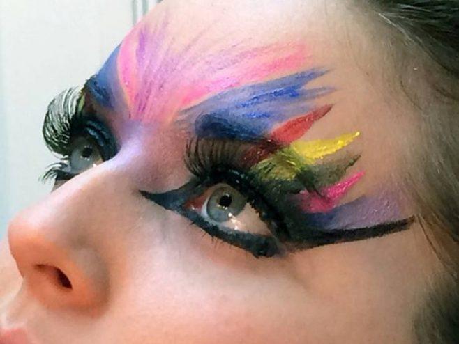 maquiagem carnaval feita com tinta