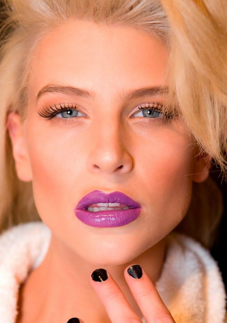 maquiagem com batom colorido