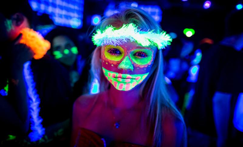 como fazer maquiagem neon