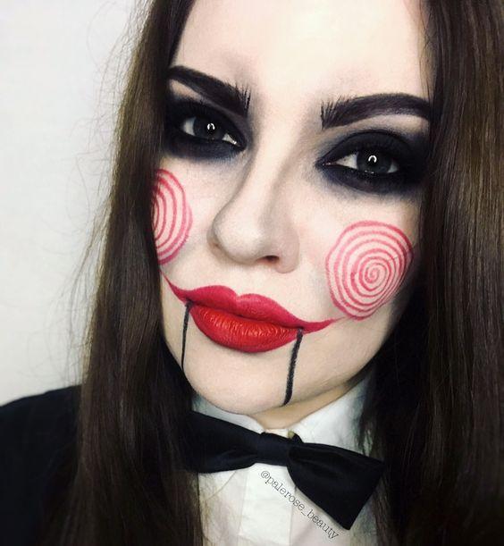mulher com maquiagem de jigsaw