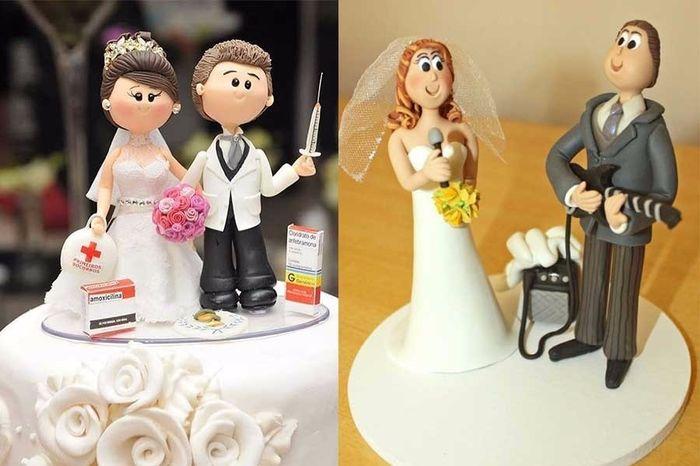 noivinhos de profissões no topo do bolo de casamento
