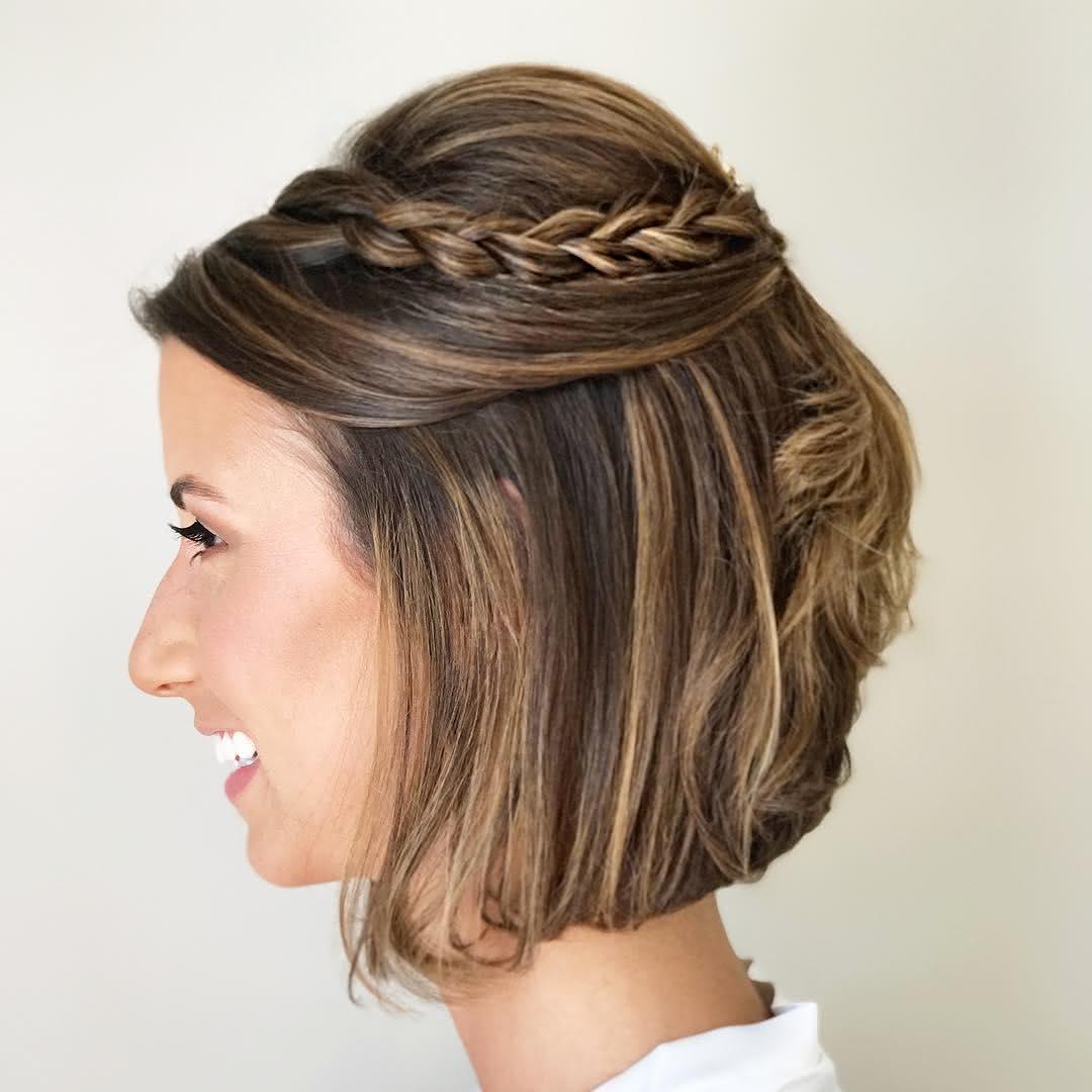 penteado simples com trança em cabelo curto