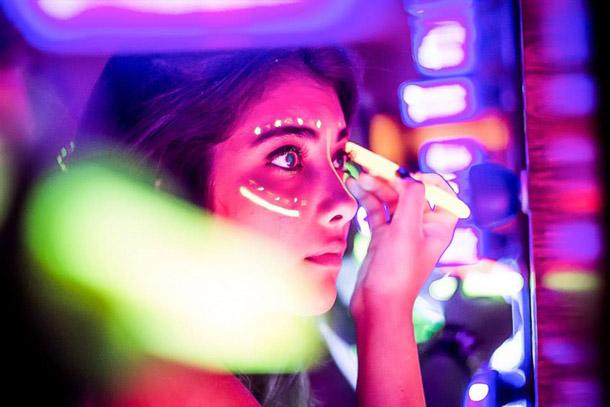 preparar maquiagem neon