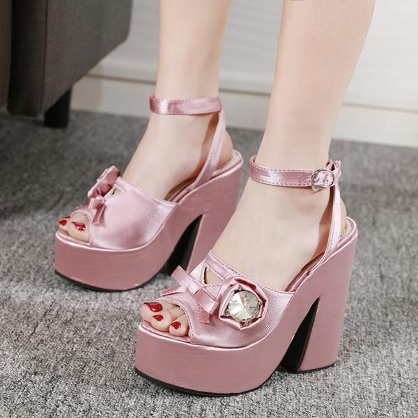 sapato de salto rosa