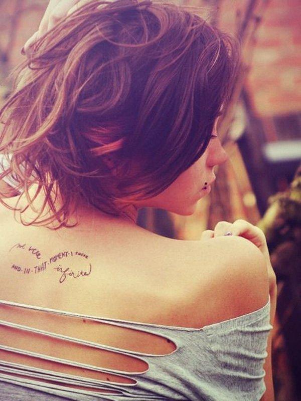 tatuagem de citação nas costas