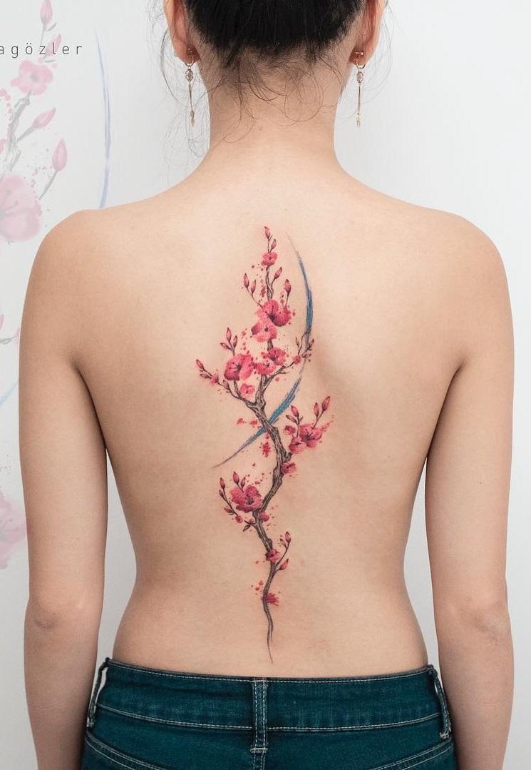 tatuagem de flores nas costas