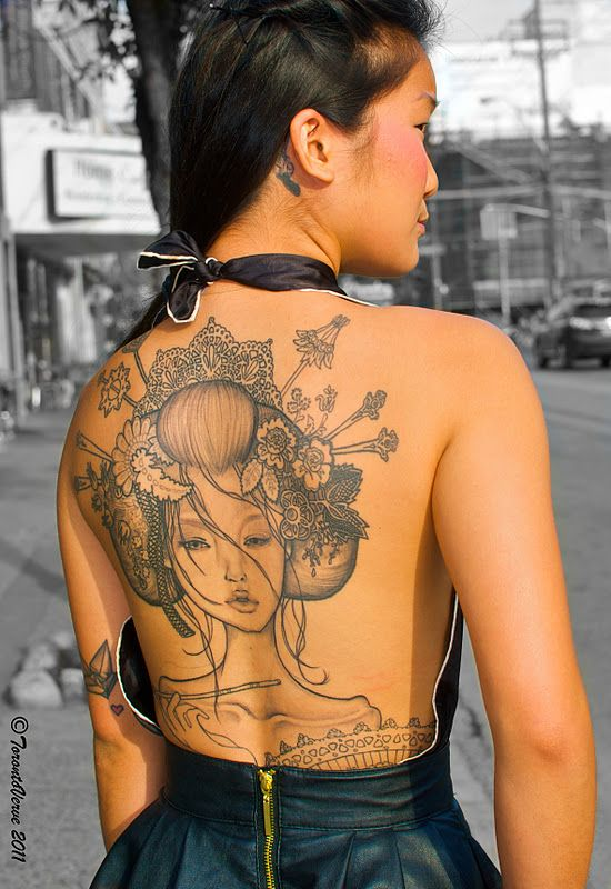 tatuagem de gueixa em mulher