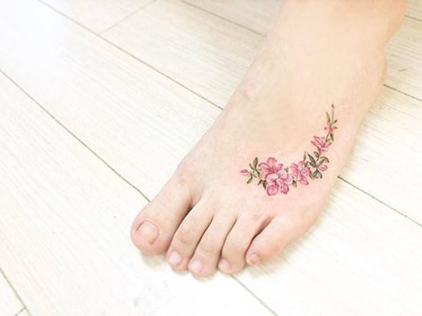 tatuagem delicada no pé 2021