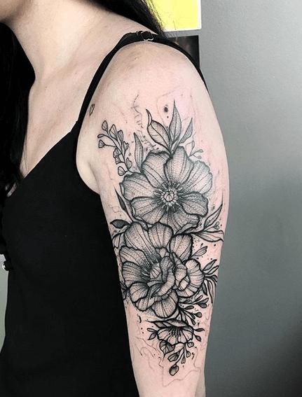 tatuagem feminina bold line para braço 2021