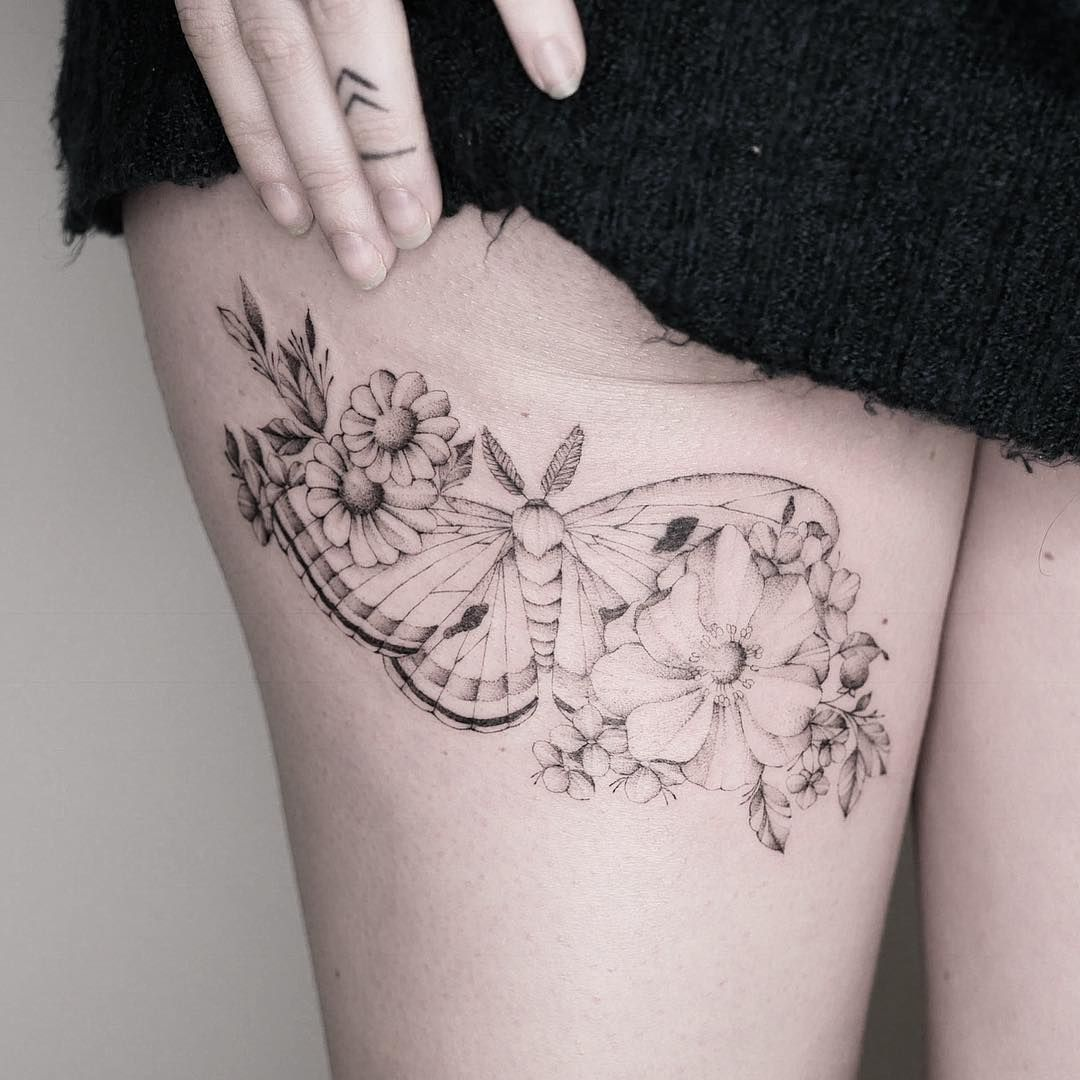 tatuagem feminina de borboletas na coxa 2021