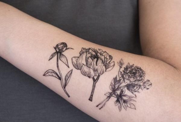 tatuagem feminina de flores para braço 2021