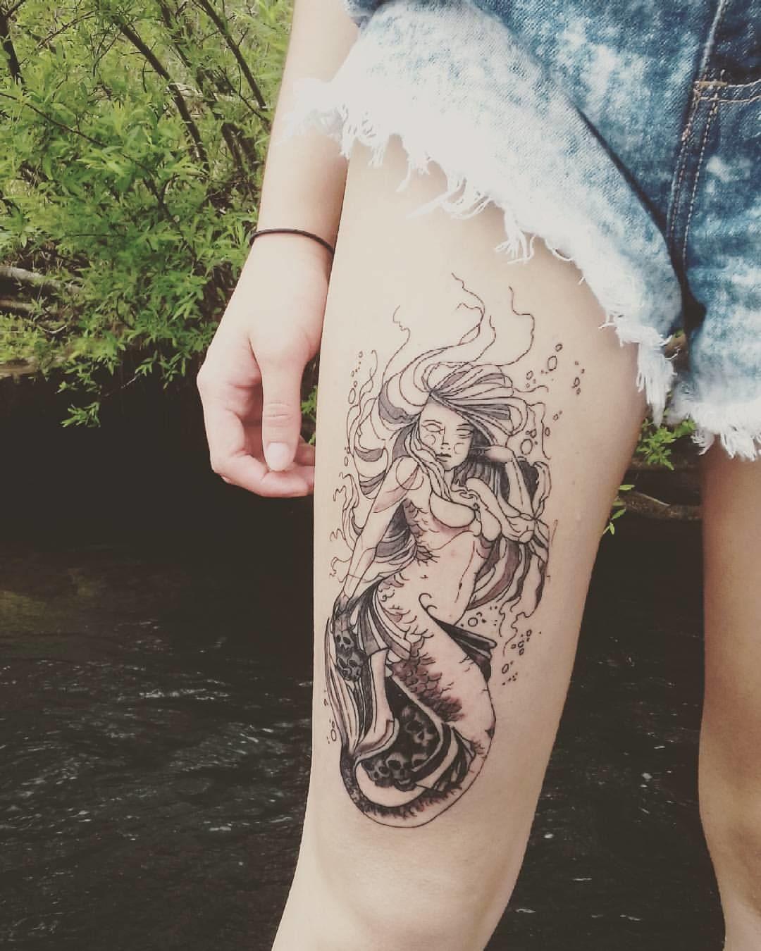 tatuagem feminina de sereia na coxa 2021