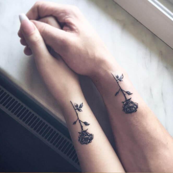 tatuagem feminina delicada em conjunto 2021