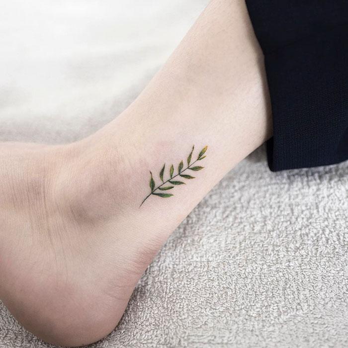 tatuagem feminina delicada minimalista 2021