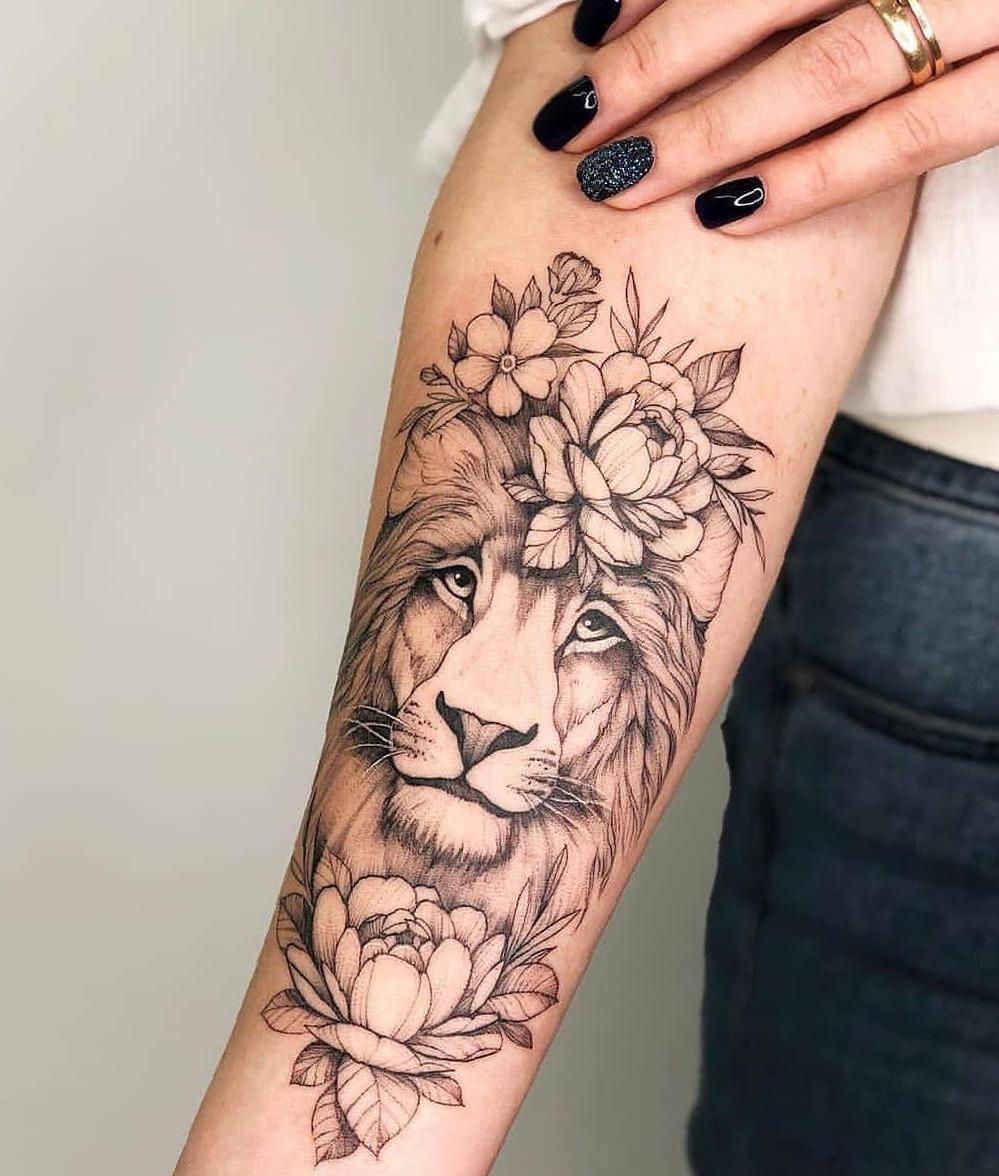 tatuagem feminina no braço 2021