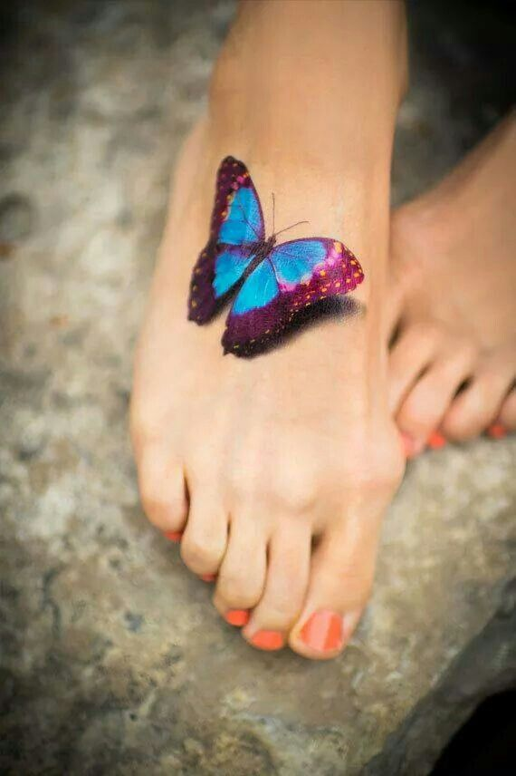 tatuagem feminina no pé de borboleta 2021