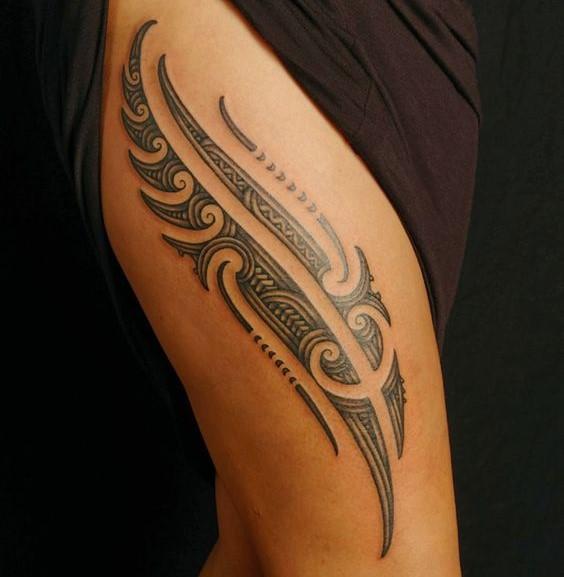 tatuagem feminina tribal na coxa 2021