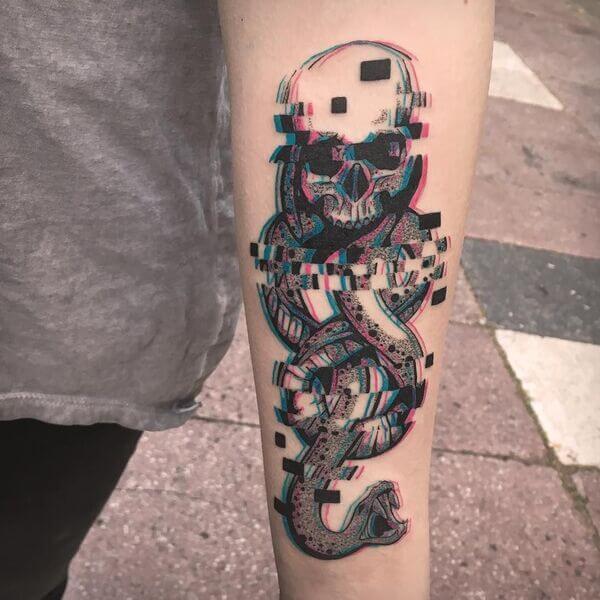 Tatuagem masculina Glitch Tattoo
