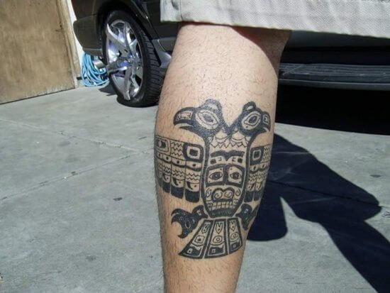 Tatuagem na perna de simbolismo