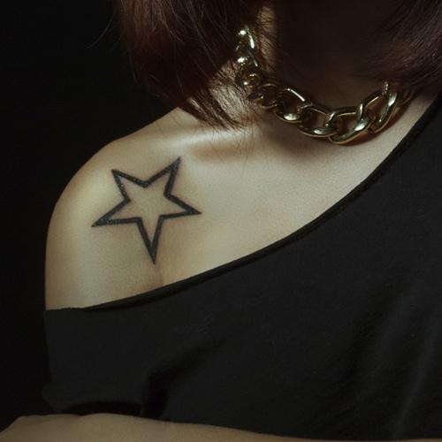 tatuagem no ombro de estrela 2021