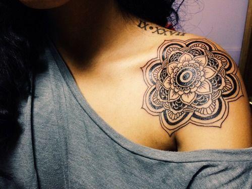 tatuagem no ombro de mandala 2021