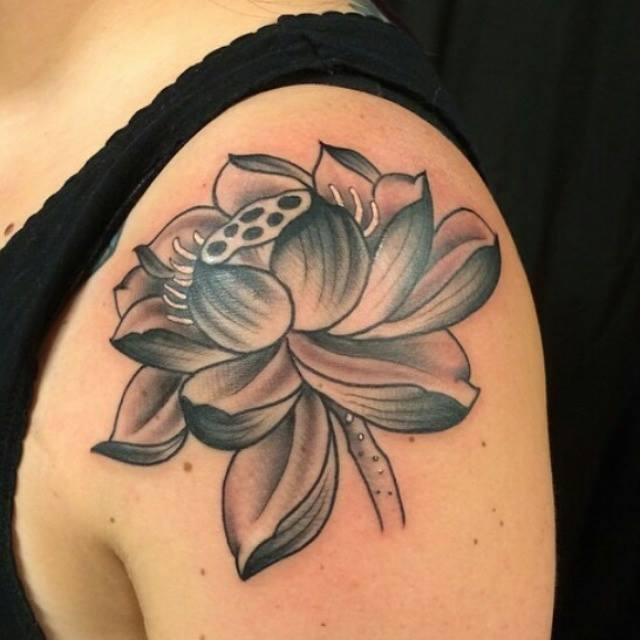 tatuagem no ombro lótus 2021