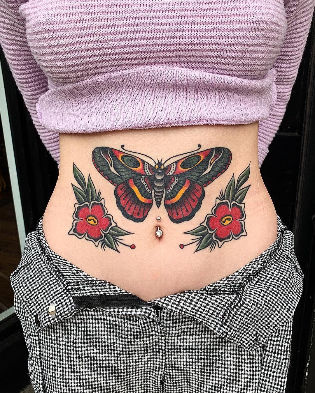 tatuagem old school feminina na barriga