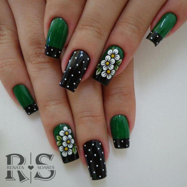 unha decorada verde com flores