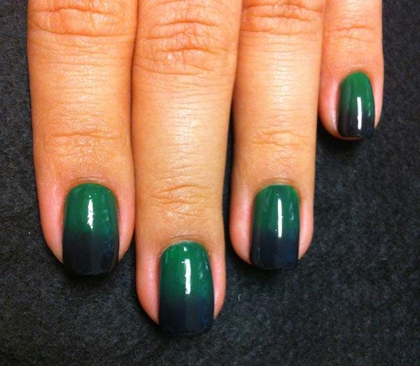 unha verde decorada tie dye