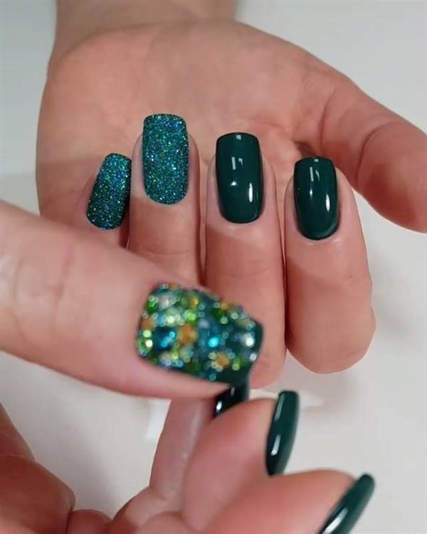unhas decoradas verdes com glitter 1