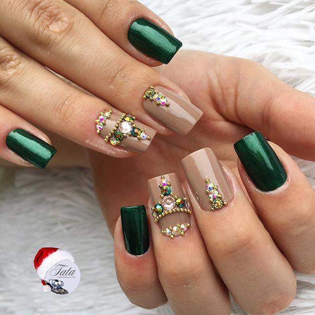 unhas decoradas verdes com joias 2