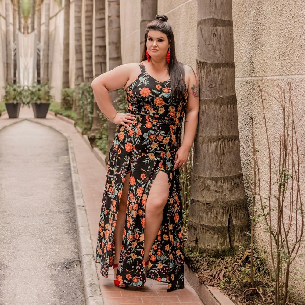 vestido longo plus size ousado floral