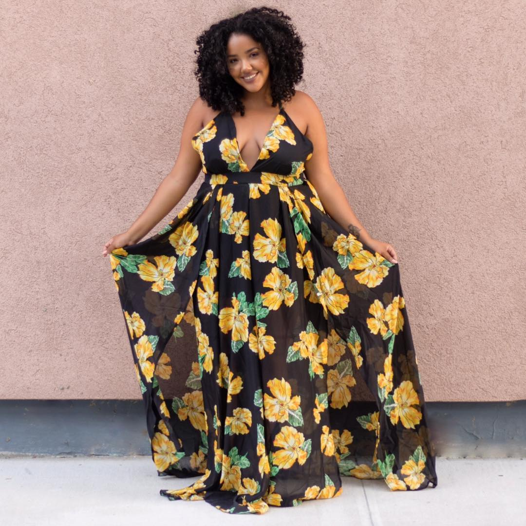 vestido plus size longo com estampa floral