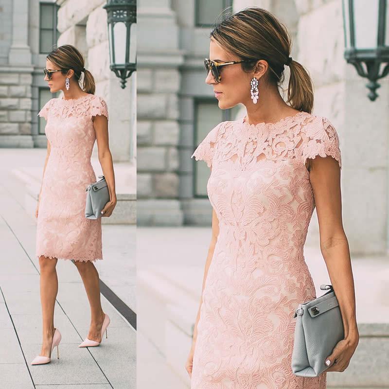 vestido rosa de batizado para mãe