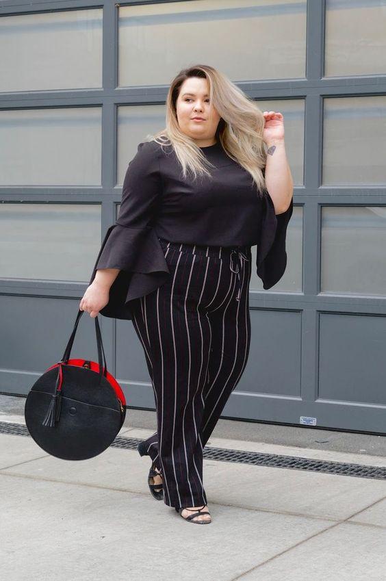 blusa preta com mangas bufantes moda plus size