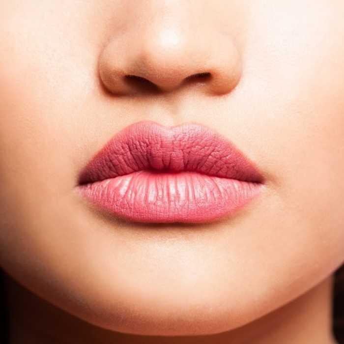 Lábios grandes