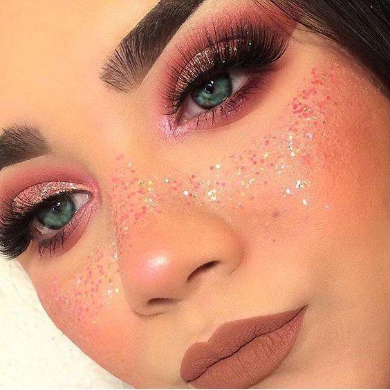 maquiagem com glitter de carnaval