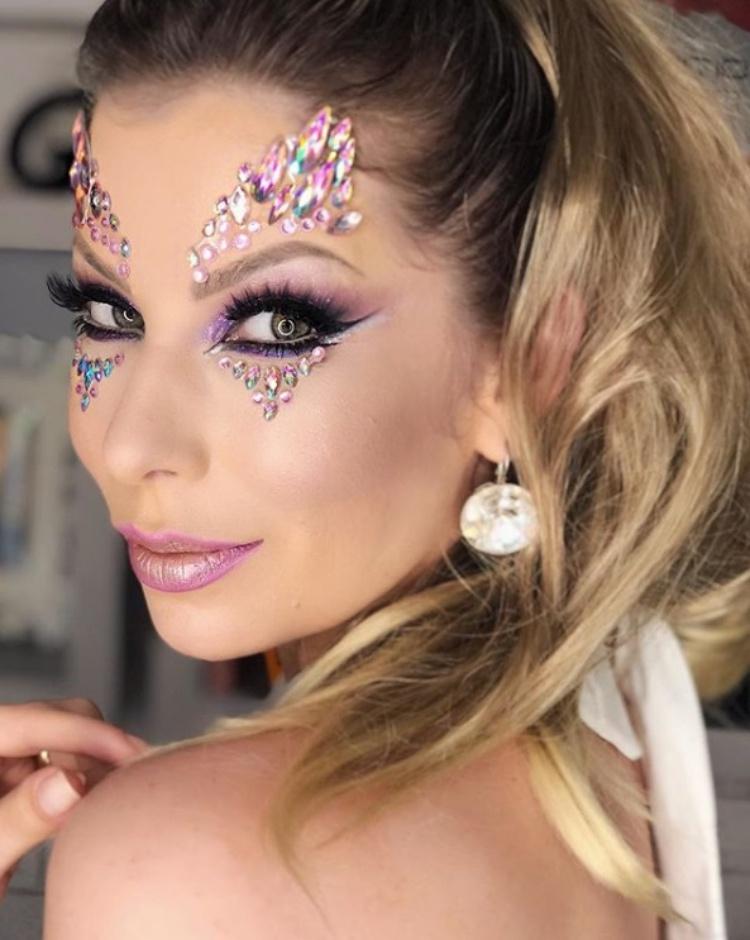 maquiagem de carnaval com pedrarias