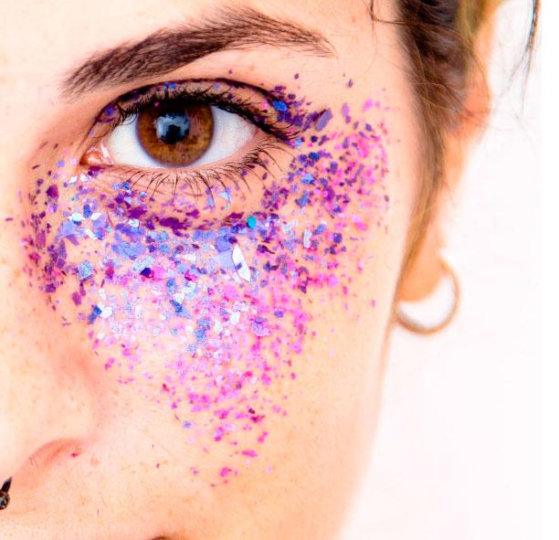 maquiagem glitter embaixo do olho