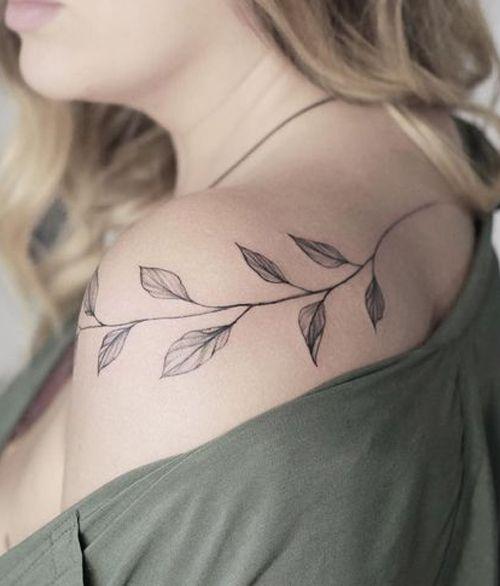 tatuagem de folhas no ombro