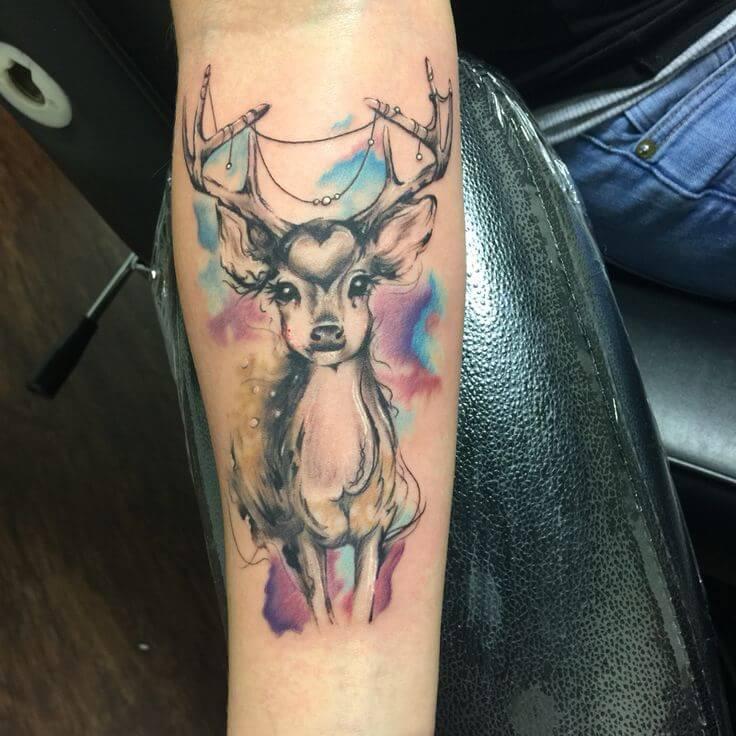 tatuagem feminina de cervo
