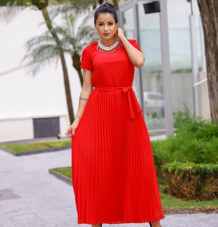 Vestido vermelho longo plissado