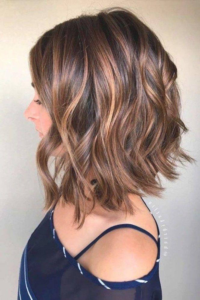 luzes caramelo em cabelo curto