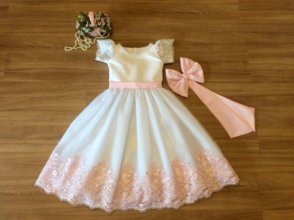 vestido branco e rosa de batizado para criança