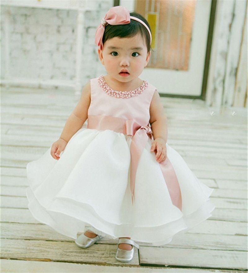 vestido de batismo em criança