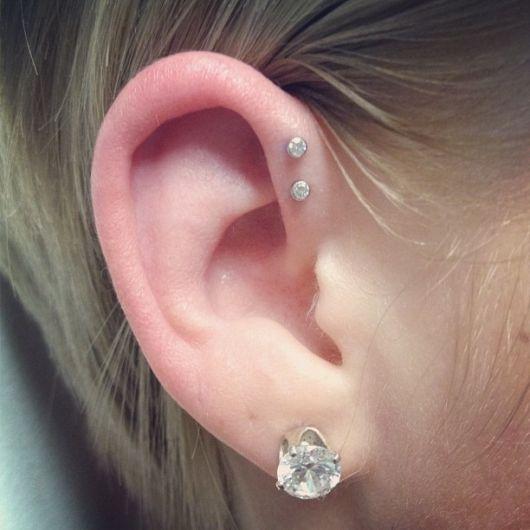 piercing na orelha anti-helix